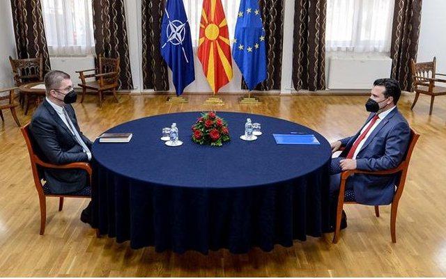 Bien dakord Zaev dhe lideri i VMRO-DPMNE, shtyhet regjistrimi i