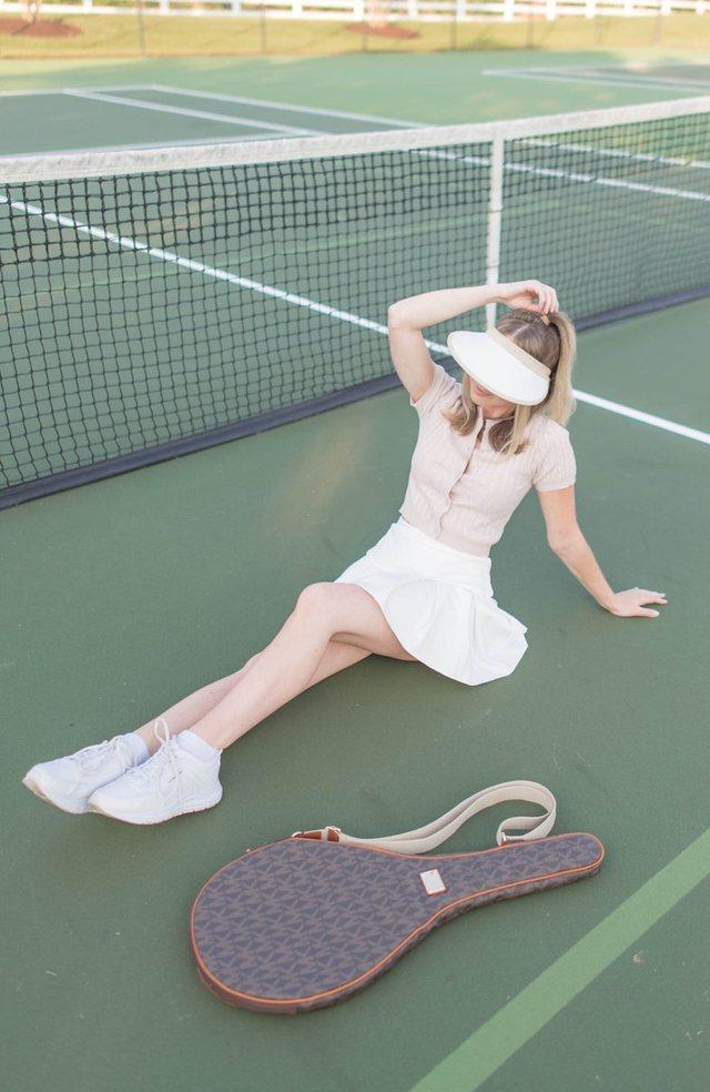 Mund të mos dini ta luani por veshjet e tenisit janë zyrtarisht