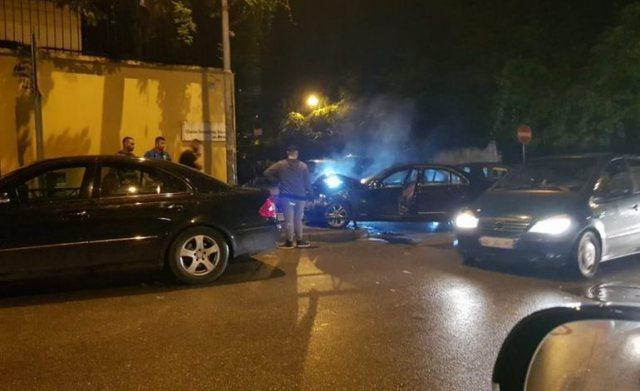 Tiranë/ Makina përplaset me disa mjete të parkuara te Rruga e