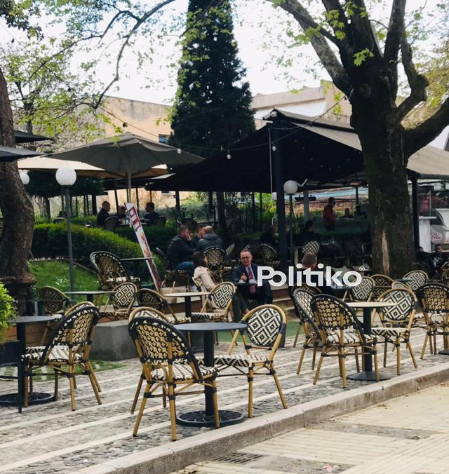 Yuri Kim kafe me ambasadorin italian në qendër të Tiranës,
