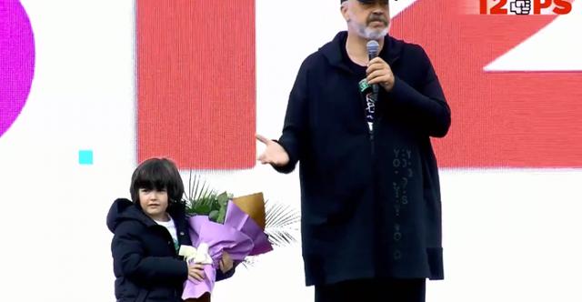 Vogëlushi i ndërpret fjalën, Rama kritika socialistëve :