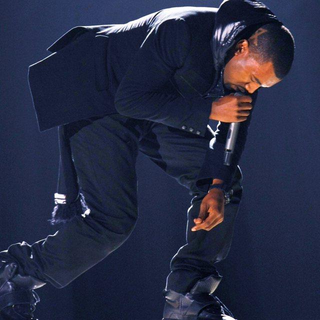 """Kanye West nxjerr në ankand atletet që veshi në """"Grammy"""