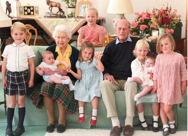 Familja Mbretërore poston foto të papublikuara më parë