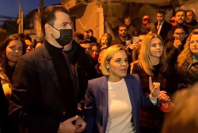 """""""Jemi një me gjithë Shqipërinë"""", Kryemadhi krah"""