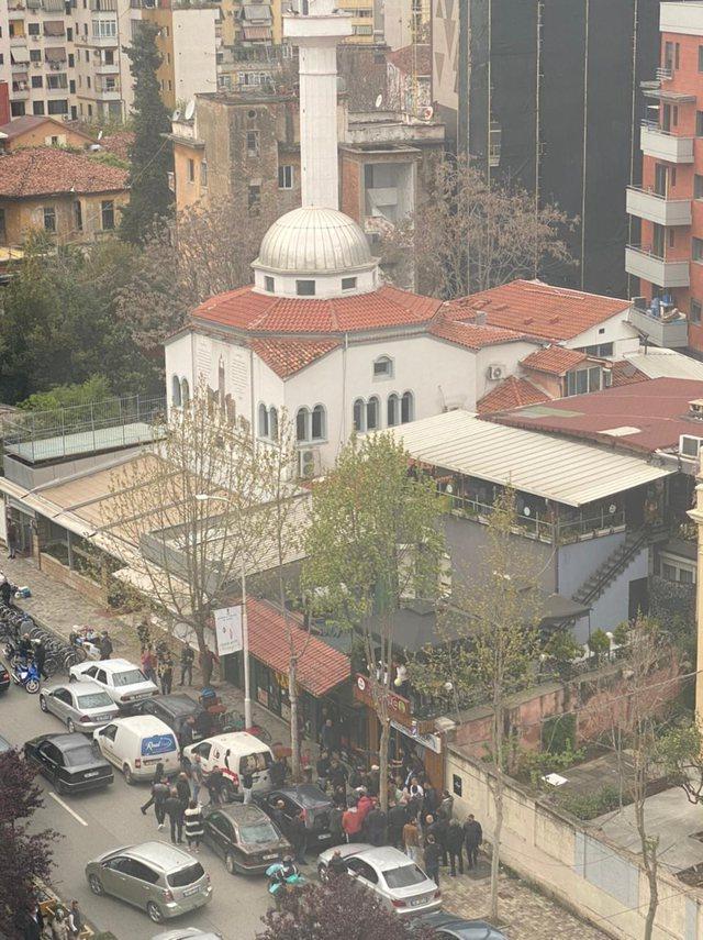 """Plagosi me thikë 5 persona brenda xhamisë te """"Rruga e"""