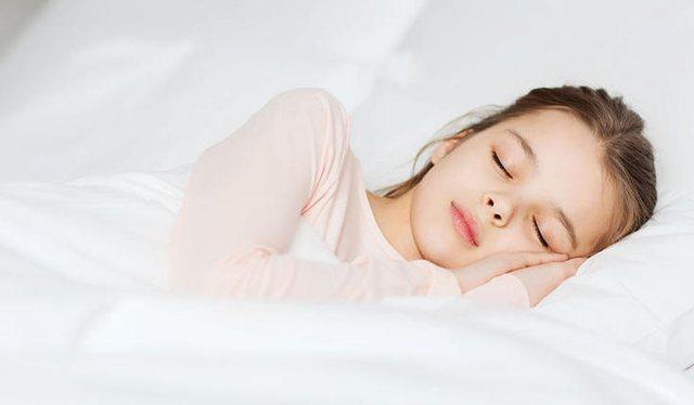 Çfarë ndodh me trupin tuaj nëse flini më shumë se