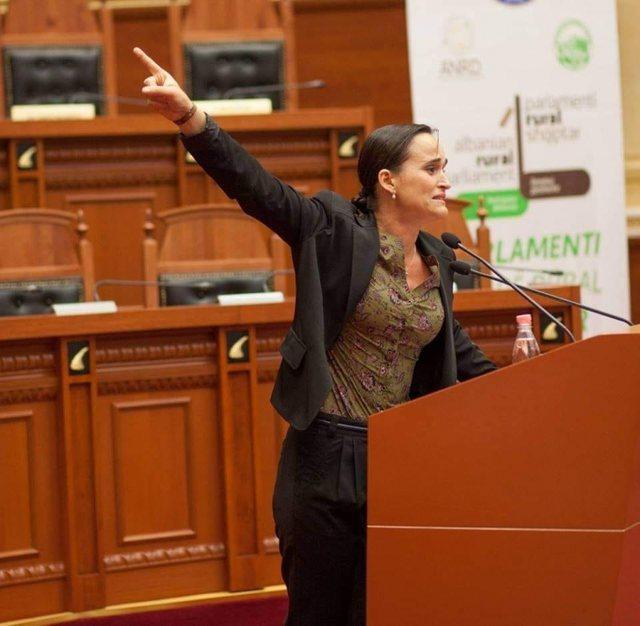 Kandidoi për Nismën Thurje, Gerta Loku, e cila përloti