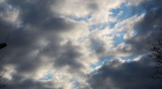 Vranësira dhe reshje shiu, njihuni me parashikimin e motit për