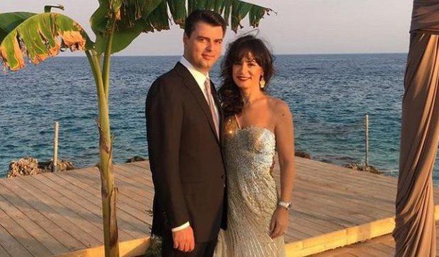 Përvjetori i martesës, Aurela poston foton e veçantë