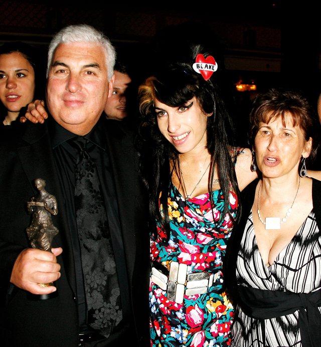 Babai i Amy Winehouse lajmëron fansat se do të nxjerrin në ankand