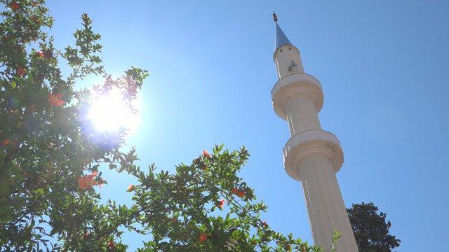 Bajrami i Madh, Myftiu i Tiranës tregon si do kryhet falja në kushtet