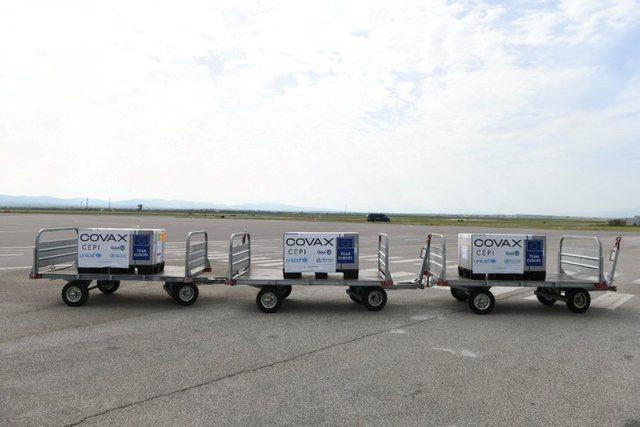 Mbërrijnë mbi 38 mijë doza nga AstraZeneca në Kosovë,