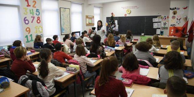 Shkollat do të zhvillojnë mësim edhe të shtunave