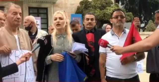 Ish-të përndjekurit protestojnë para kryeministrisë, 8