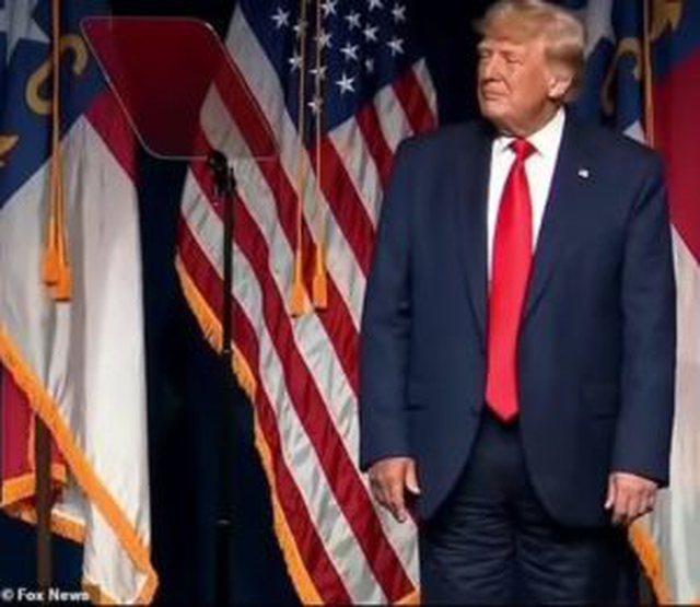 """Trump me """"pantallonat mbrapsht"""" bëhet viral në rrjetet"""