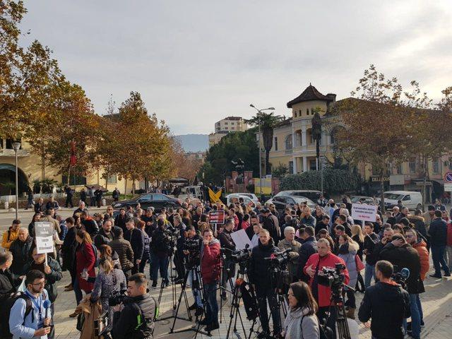 Kuvendi i la jashtë/ Gazetarët lajmërojnë protestë, kur