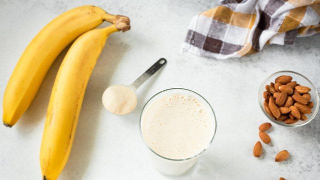 Pse nuk duhet të konsumoni bananet me barkun bosh
