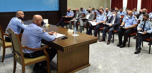 Ardi Veliu-drejtuesve të policisë vendore: Qëndrimi në