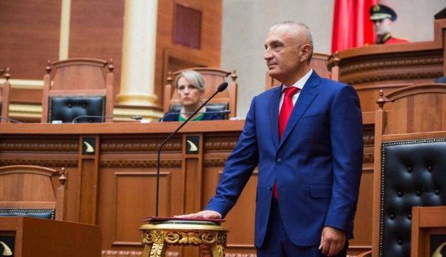 Kuvendi shkarkon me 104 vota pro presidentin Ilir Meta
