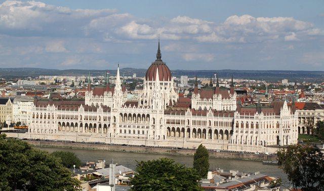 Nga sot shqiptarët e vaksinuar mund të shkojnë në Hungari