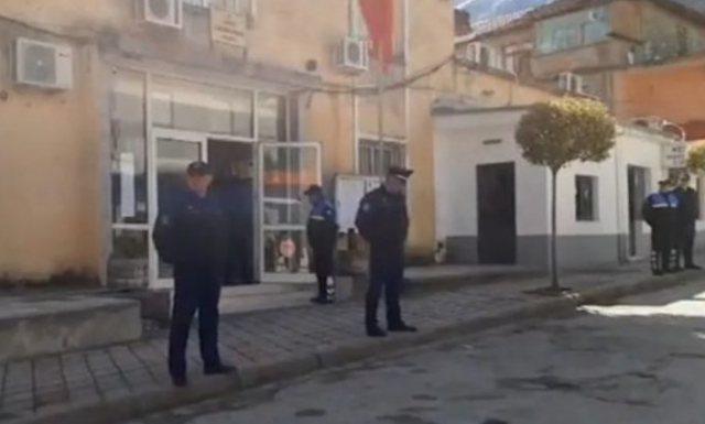 Kërcënohet prokurori i Përmetit, i vendosin fishek te dritarja e