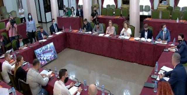 Përfundon takimi me Sekretarin e Kuvendit/ Gazetarët parashtrojnë