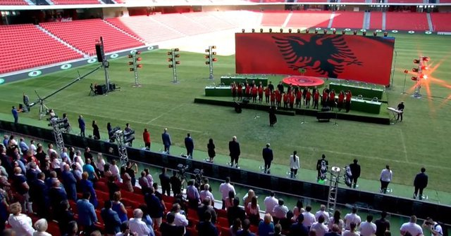 Foto/ Nis Kongresi i PS, aktiviteti çelet me himnin kombëtar