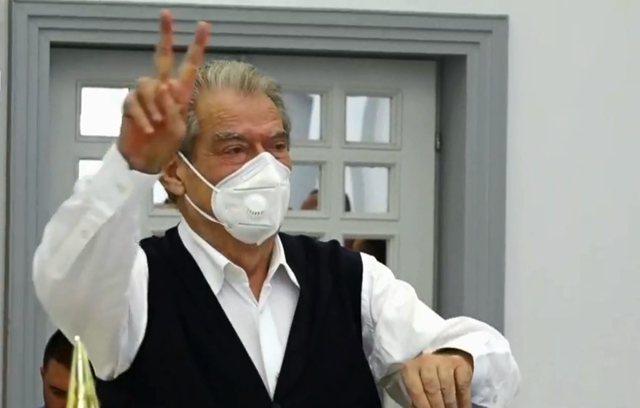 Sali Berisha voton  për kryetarin e ri, flet për rikthimin në