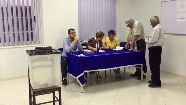 Mbështetësit e Bashës fotografojnë votën dhe e