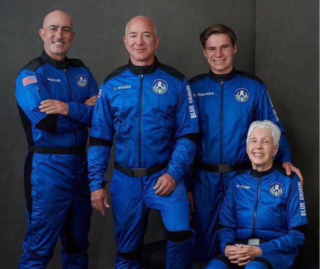 Jeff Bezos dhe tre shoqërues udhëtojnë në