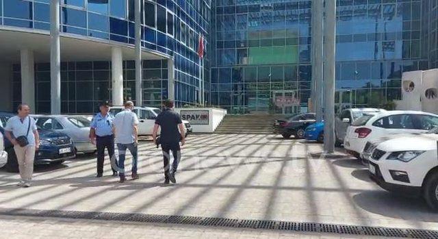 """""""Tenderat janë në duart e krimit""""/ Petro Koçi"""