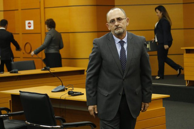 Artur Kalaja 8th member of the High Court, Meta signs the decree for his