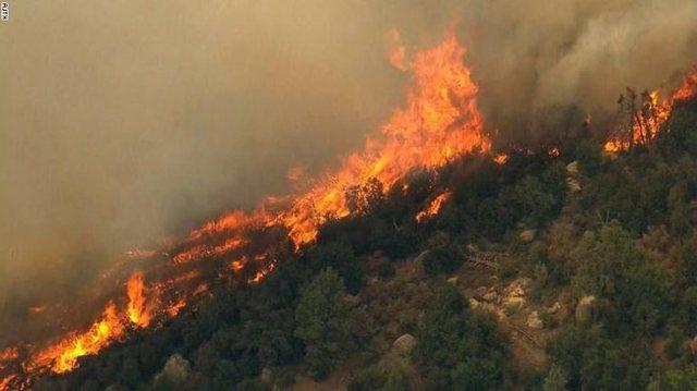 The fire engulfs Karaburun, the flames endanger the Llogara National Park