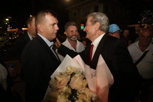 Berisha homazhe për Azem Hajdarin në mbrëmje dhe zotohet: PD do