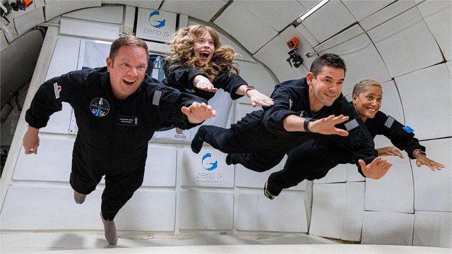 Katër astronautë 'amatorë' dhe miliarderi amerikan