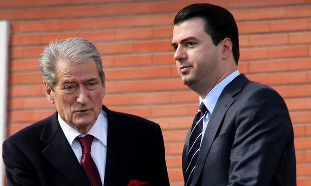 E pranon deputeti i PD: Për shkarkimin e Berishës nuk i kishim votat e