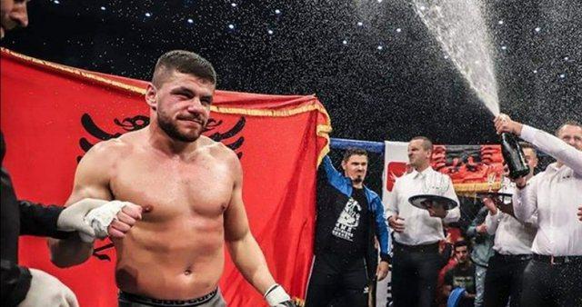 Florian Marku rrëmben titullin kampion bote në boks, mposhti