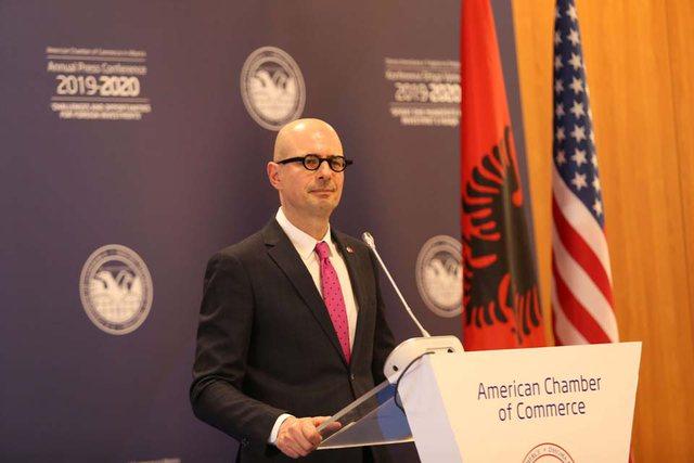 Presidenti i Dhomës Amerikane: Shqipëria të luftojë