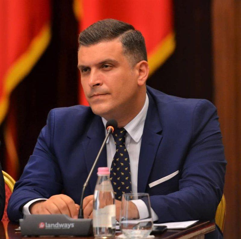Presidenca i përgjigjet Mustafa Nanos: Shqipëria peng i një