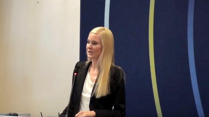 Tensione në kufirin mes dy vendeve/ Gruaja norvegjeze e Kurtit promovon