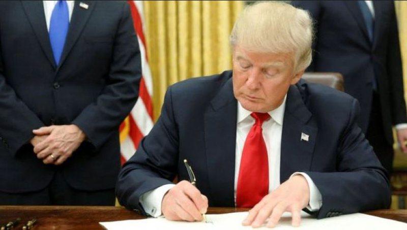 Hyn në fuqi urdhri i presidentit Trump, bllokohen vizatpër