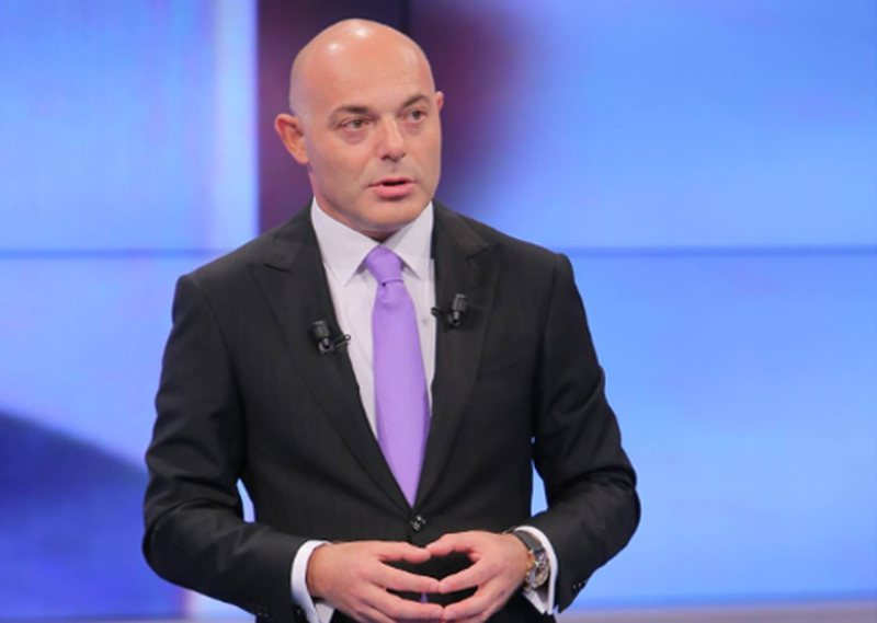 Fevziu revoltohet me deputetët e opozitës parlamentare: Bandë