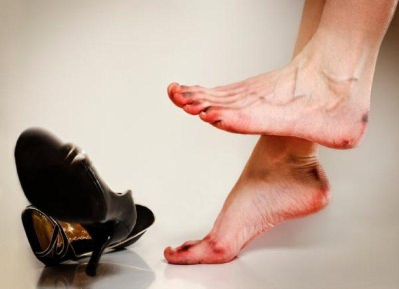 Problemet shëndetësore që shkaktojnë këpucët me