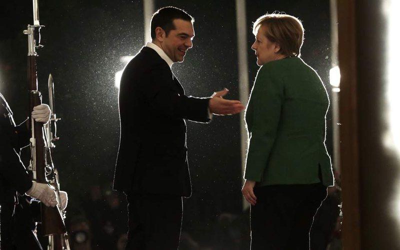 Merkel takohet me Tsipras në Greqi, diskutohet dhe për