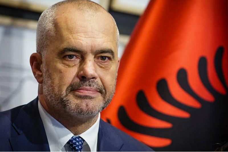 60% e shqiptarëve duan të largohen, Rama për