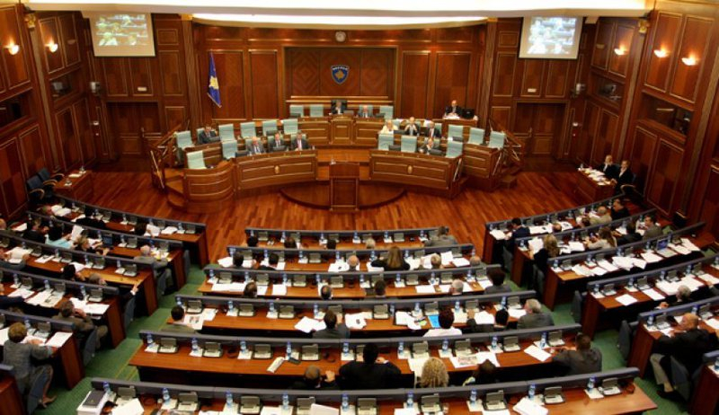 Kuvendi para shpërndarjes, çfarë po ndodh në Kosovë?