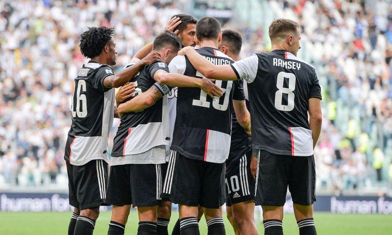 Juventusi blindon mbrojtësin, senatori mbyll karrierën në Torino