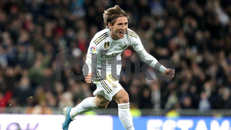 Fitore me përmbysje, Reali kap Barcelonën me pikë