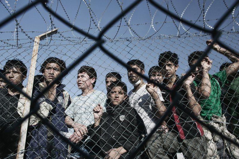 Greqia shton rojet kufitare, do kthehen ata që nuk kanë të
