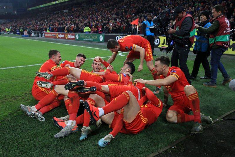 Video: Gjermania e Belgjika luajnë tenis, Holanda pa frena; Uellsi